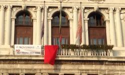 Venezia, Ca' Corner, drappo rosso per il 25 novembre