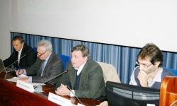 un incontro sui piani delle acque con l'assessore Paolo Dalla Vecchia (al centro)