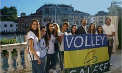 premiate: le campionesse nazionali della squadra Volley salese con l'assessore Speranzon