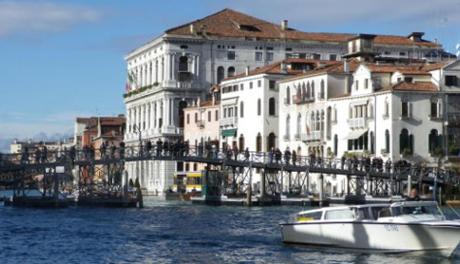 Ponte votivo della Salute (foto: www.aguidetovenice.co.uk)