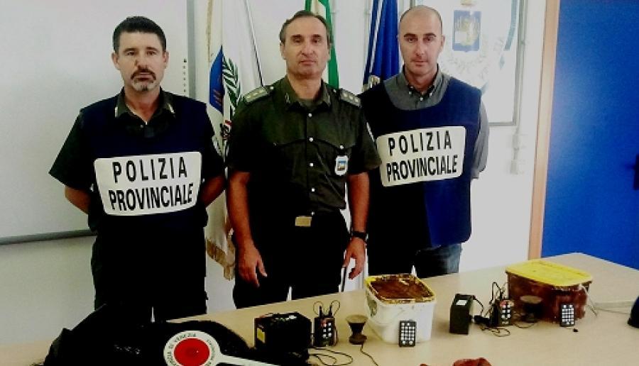 agenti di polizia provinciale che hanno svolto l'operazione antibracconaggio