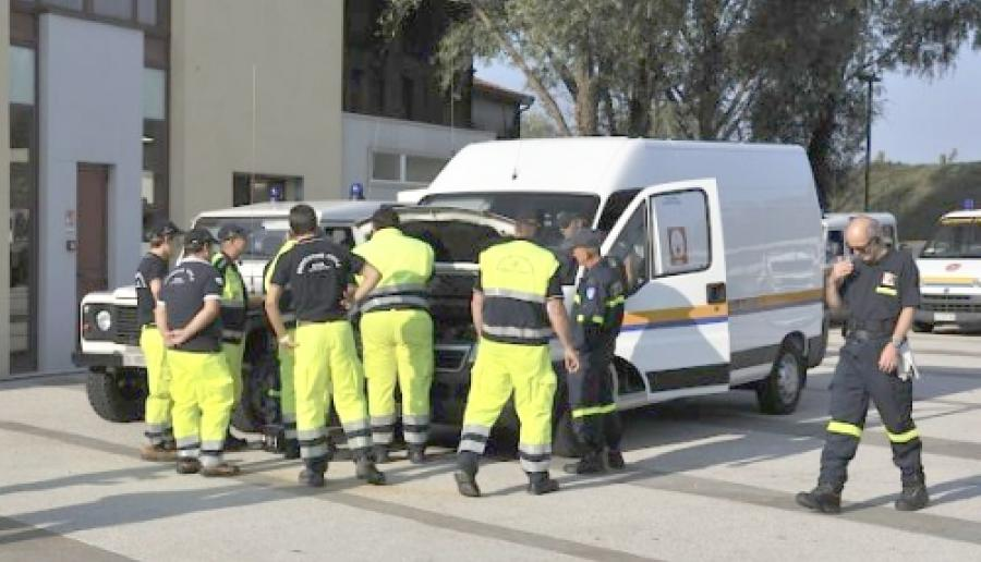 squadra di protezione civile della Provincia di Venezia all'opera