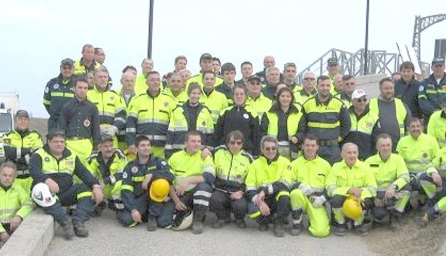 una squadra di volontari della Protezione civile provinciale